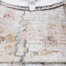 Остатки росписи на втором ярусе колокольни Тихвинской церкви