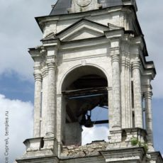 Ярус звона колокольни. Вид с юго-запада. 7 июня 2009 года