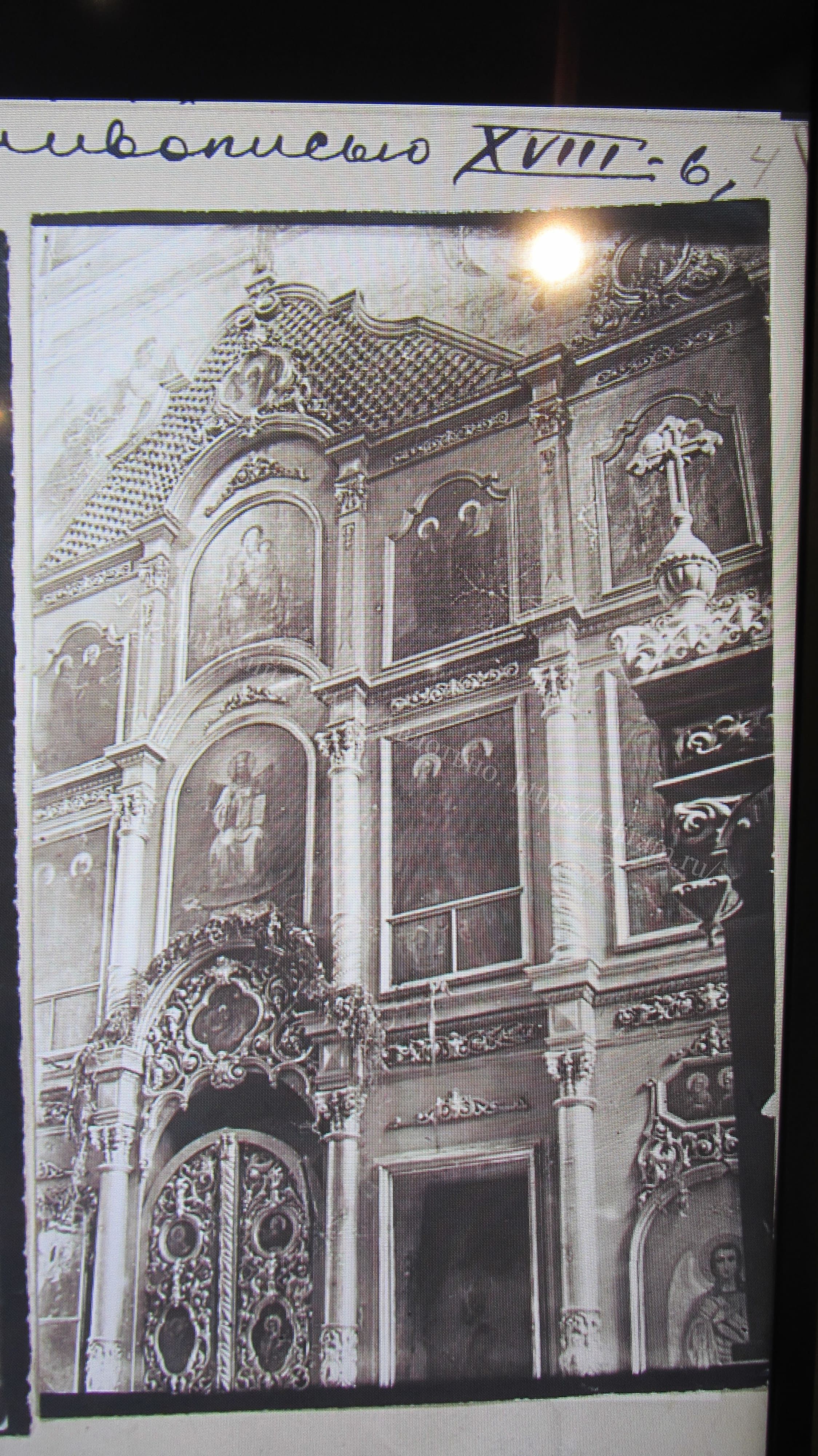 Иконостас Тихвинского храма.