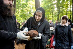 процесс обретения святых мощей преподобноисповедницы Фамари (Марджановой) на Немецком (Введенском) кладбище г. Москвы